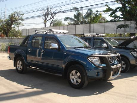 Images (Pics) of new and used Double Cab Nissan Navara from Thailand's and Dubai's top new and used Nissan Navara Single, Extra and Double Cab dealer and exporter Sam Motors