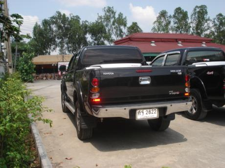 used Toyota Hilux VigoDouble Cab 4x4 G with utility box at Thailand's top Toyota new and used Hilux Vigo dealer Sam Motors Thailand